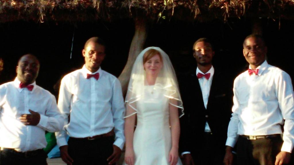 BRIDE WITH MUSICIANS